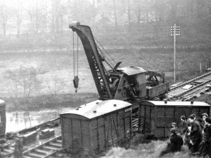 2/3/1933: GNR Crane No.2 at Omagh Market Junction derailment. (Courtesy Headhunters)