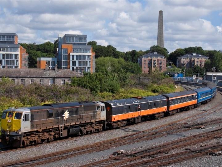 23/7/2011: 3185 behind GM 080 at Islandbridge on a 'Mystery Train' (to Kilkenny). (C.Cooney)