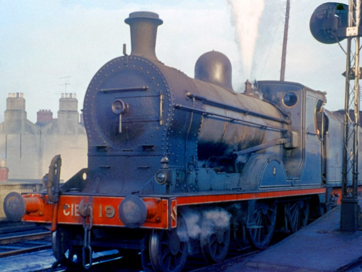 17/12/1960: U class No.197 'Lough Neagh' and tender 43 at platform 7, Amiens Street, with the1:10pm to Greystones. (D. FitzGerald)