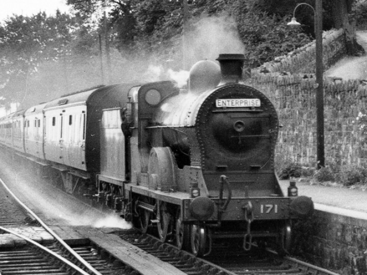 No.171 before preservation and in her natural habitat, passing through Goraghwood with the down Enterprise (Dublin-Belfast) on 28th June 1952. (N.W.Sprinks)