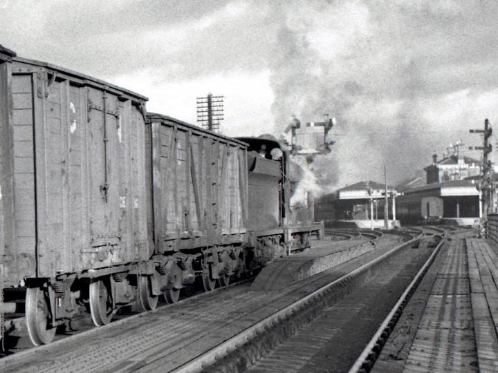 27/12/1958: Guinness grain van in goods for Belfast, crossing the Bann Bridge, Portadown. (E.M. Patterson)