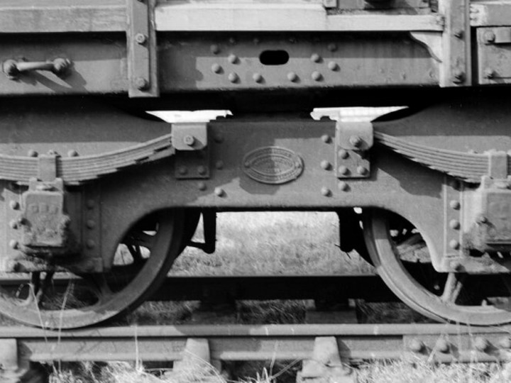 29/5/1964: A Fox's Patent Bogie under 504. Note the inside-keyed track at Maysfields yard. (D. Coakham)