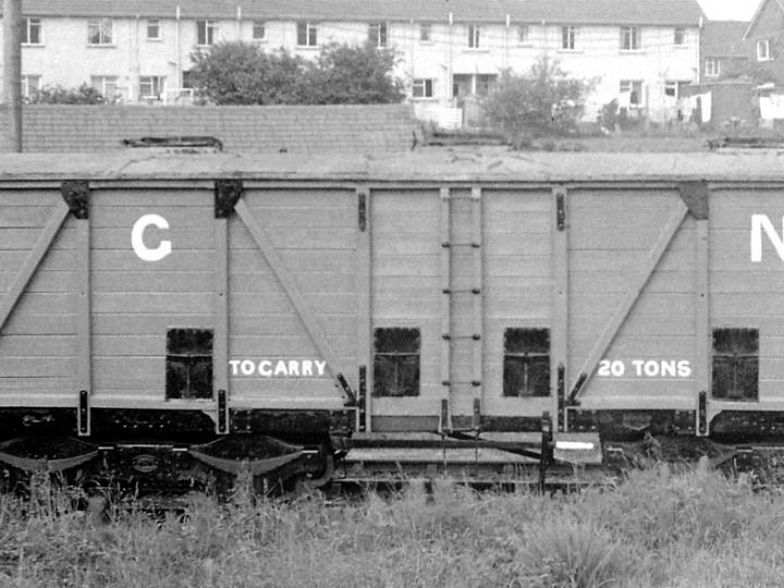 June 1971: 504 repainted. (C.P Friel)
