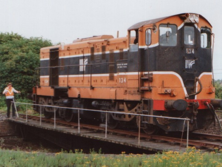 134 on the turntable at Mullingar in 1992, having worked the 17:25 ex Connolly. (B.Pickup)