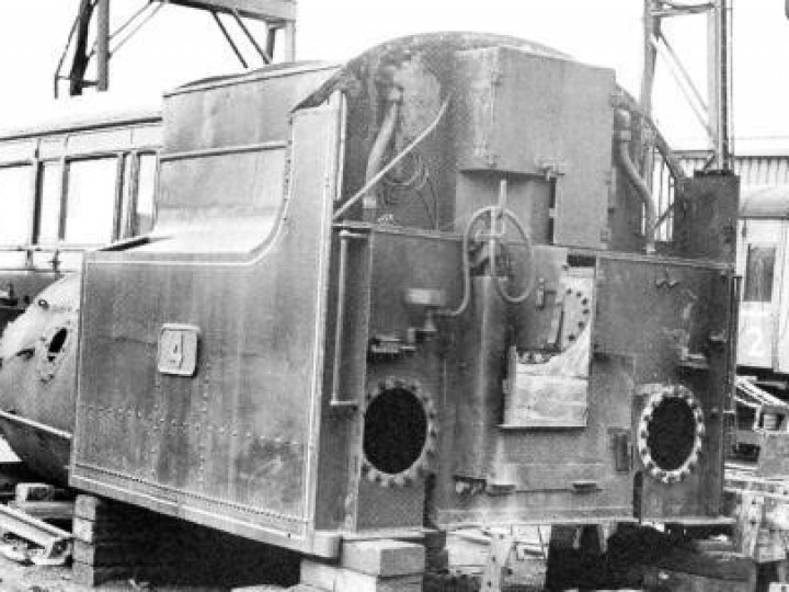 1996: Not only the internal baffles, etc., but much of the external platework of No.4's bunker and rear tank were found to require replacement. (C.P. Friel)