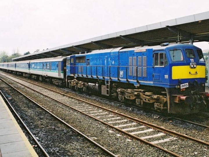 A rake of 6 coaches and generator with GM 111 at Bangor in 2003 on a IRRS charter. (B.Pickup)
