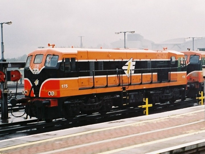175 at the fuelling point at Drogheda in September 2004. (B.Pickup)