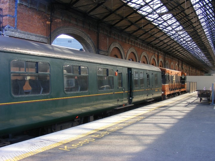 11/5/2009: 460 at Dublin Connolly, waiting for the final leg of the Carrowbeg Railtour to Belfast and Whitehead.