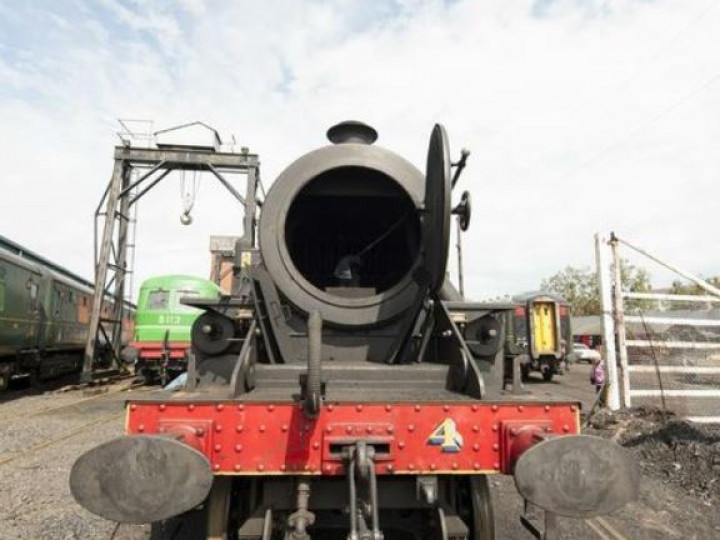26/6/2011: No.4 getting a bit of a cleaning between Steam & Jazz dates. (A. Reid)