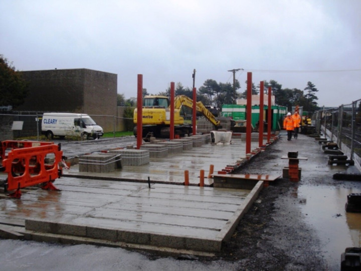 17/10/2017: It was a very wet day, but the foundations and steelwork of the station can still be clearly seen. (P. McCann)