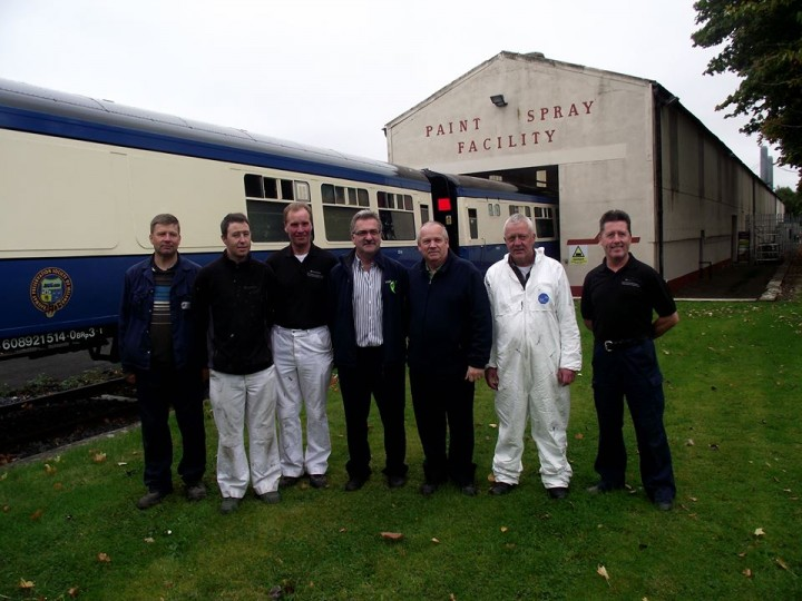 The IÉ paint team pose beside 1514, 25th September 2014. (N.Cox)