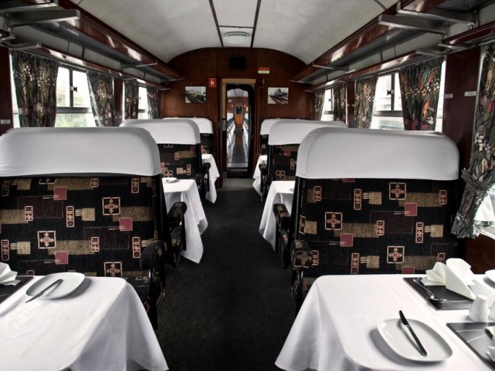 29/9/2014: 1522's interior prior to the 'Emerald Isle Express' charter, with tables set for light lunch. (S.Comiskey)