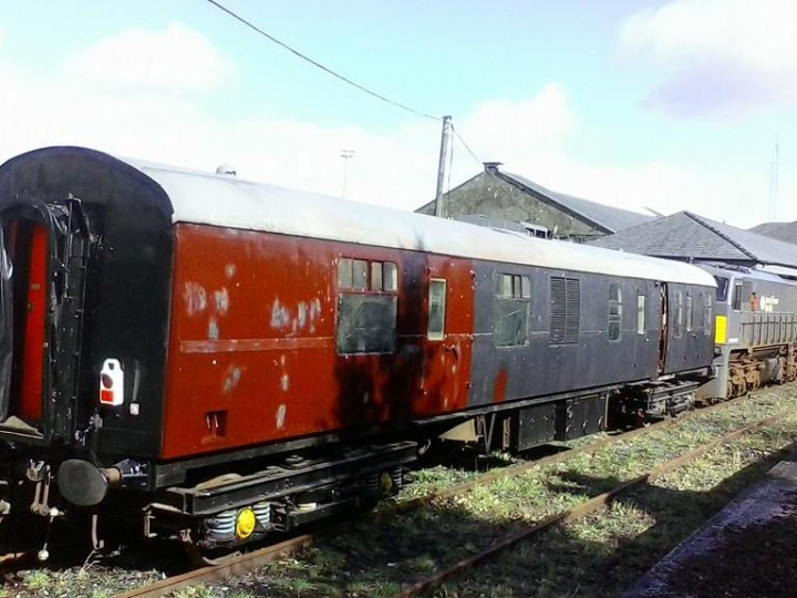 GM 071 with 3173, awaiting transfer from Mullingar to Inchicore for completion of livery, 11th March 2015. (R.Jolley)