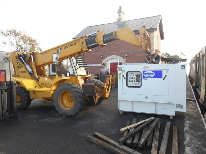 24/10/2015: The generator being chained to the Loadall for the first half of the job of getting it into the coach.