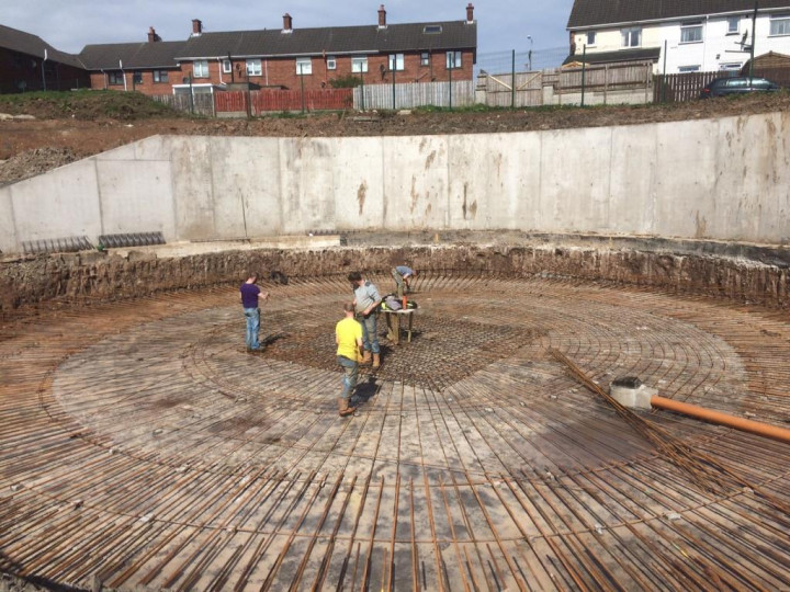 19/4/2016: The retaining wall is in place and the reinforcement for the pit base is being installed. (A. Maxwell)