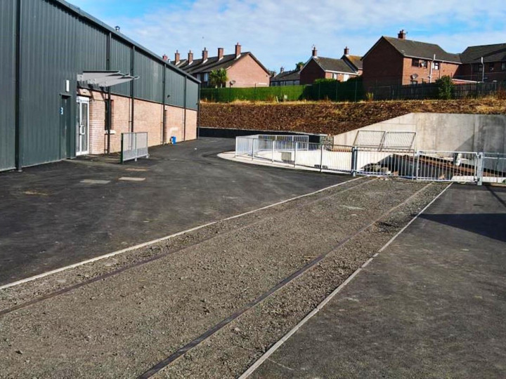 19/7/2016: The track to the turntable embedded in the access lane to the rear, but not yet connected to the yard layout. (R. Thompson)