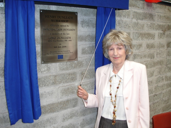 4/7/2006: Dorinda, Lady Dunleath, unveils the plaque. She said Lord Dunleath would have been proud, pleased and greatly honoured by the tribute that was being paid to him.