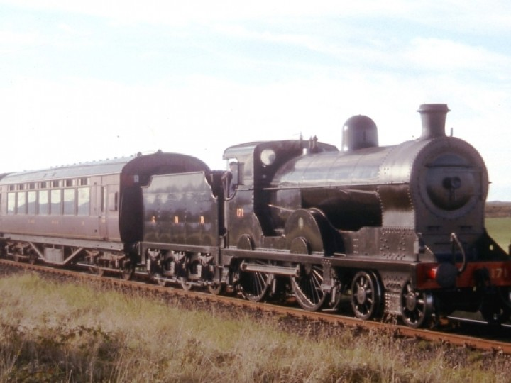 1995: No.171 was crudely painted black for her appearance in the film 'Michael Collins', in which she represented an MGWR engine. Afterwards she received a more authentic recreation of the GNR(I) black livery, which she wore for a few years before returning to 1938 blue.