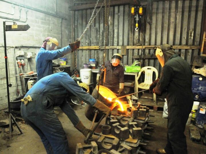 26/1/2015: Filling the four moulds for No.85's brake blocks. (C.P. Friel)