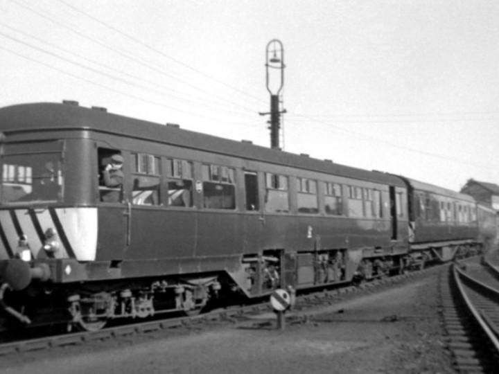 29/3/1965: AEC set 115-585-112 visits Portadown shed with Driver Moore Hillen and Mr Houston. (C.P. Friel)