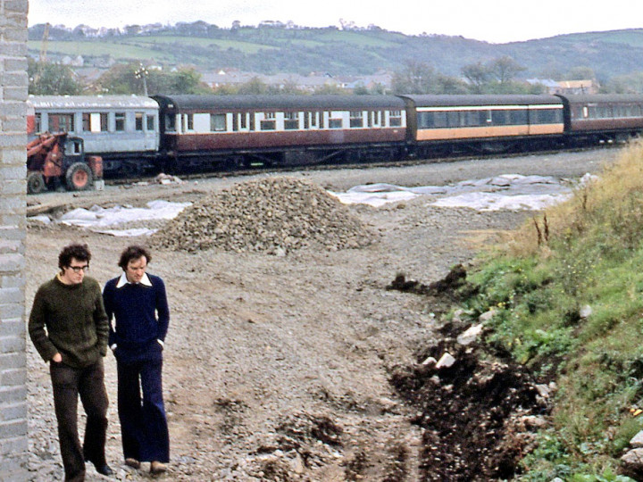 22/9/1977: N586 is beyond the hole for wheel-drop pit, with John Friel and Neil Hamilton. (C.P. Friel)