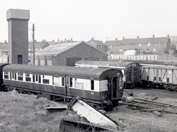 22/4/1978: N586 in the carriage sidings at Whitehead Excursion. (C.P. Friel)