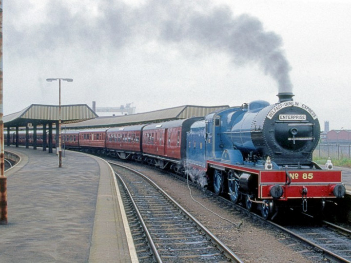 11/8/1987: 9 is the second vehicle behind No.85 on the 40th anniversary Enterprise at Belfast Central. (C.P. Friel)