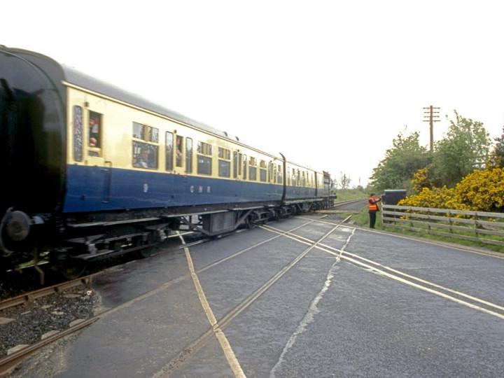 1/5/1993: No.461 at Kilmakee gates, transferring 9 and 114 to Dublin for the Sean Rí railtour. (C.P. Friel)