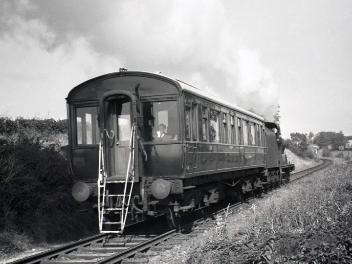 Early 1960s (probably): 150, with the inspection ladder clearly shown, is hauled by locomotive No.67 from Newry and is approaching Goraghwood. (RPSI Collection)