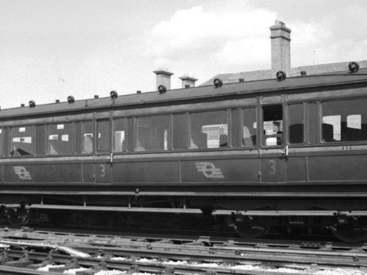 12/4/1952: Sister carriage, GS&WR Third 836 at Westland Row. (D. Coakham)