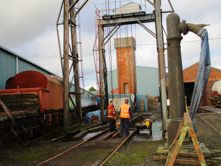 19/12/2020: Ryan and Alan prepare before B142 is shunted to have its engine hoods removed.