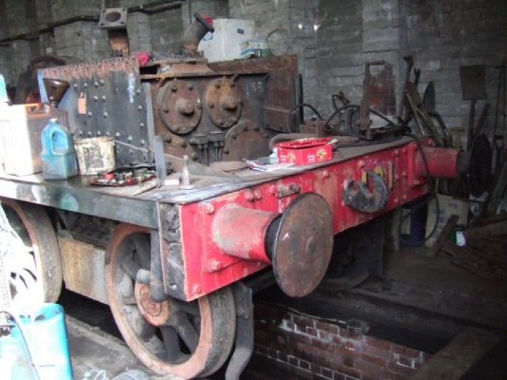 No.131's chassis when in store at Whitehead, 2006. The main steam pipes emerging from the top of the cylinder block have been blocked with rags, since any debris entering the cylinders could cause considerable damage when the pistons move. (M.Walsh)