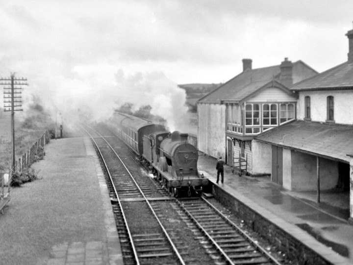 No.171 at Beragh on a train for Derry , 5/9/1964. (R. Joanes)