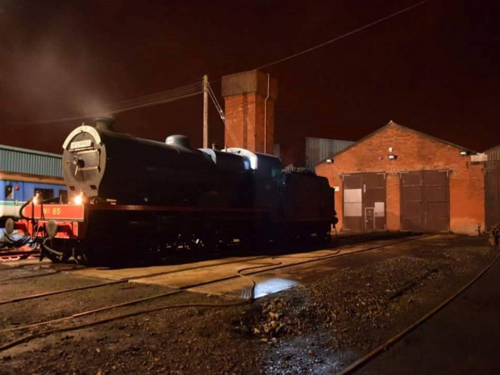 31/12/2017: No.85 is prepped outside the shed in the early hours prior to a 'Mince Pie' train to Dublin. (A. Lohoff)