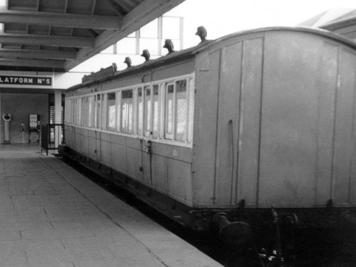 Sister carriage CIE Departmental 525A in Waterford bay platform. (B. Stinson)