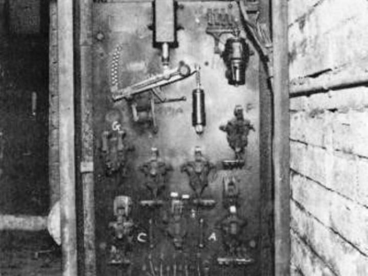 The control box for the wheel lathe as originally configured. (P. Bott)
